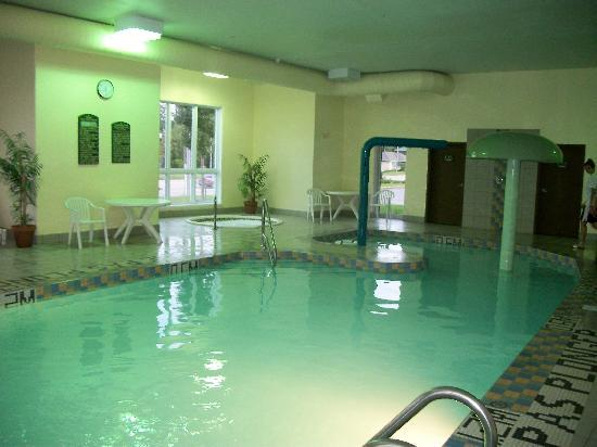 Super 8 Hotel  -  Quebec City / Ste Foy: Piscine, jeux d'eau, glissade