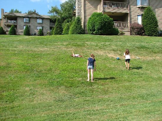 Chetola Resort at Blowing Rock: Girls enjoyed rolling down the hills at Chetola.
