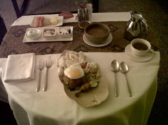 Mandarin Oriental, Jakarta: Excelent room service for sahur (early breakfast during Ramadan)