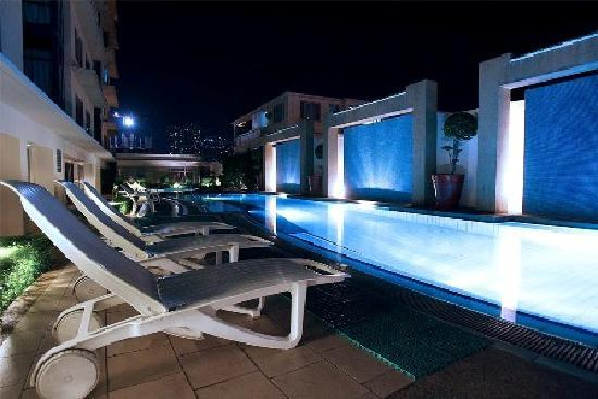 Astoria Plaza Pool A