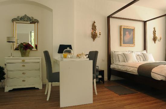 anderrott-apartments - wohnen beim Kuenstler: Suite 1