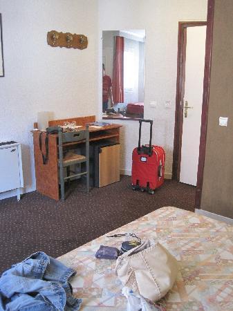 Hotel de l'Etoile: camera ampia di De lìetole