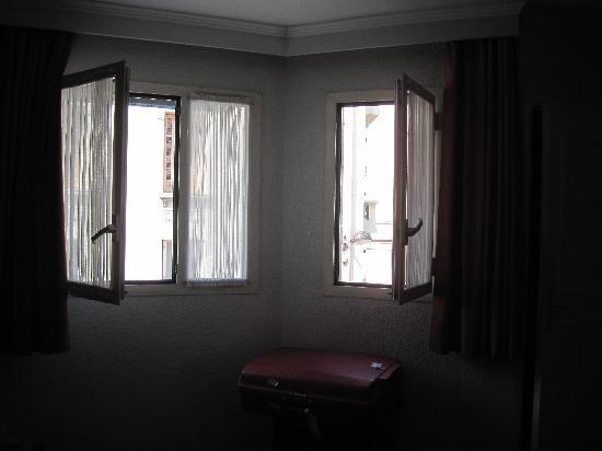 Hotel de l'Etoile: due belle finestrone insonorizzate a De L'Etoile