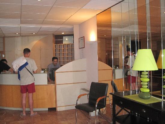 Hotel de l'Etoile: La reception di de L'Etoile..luminosita