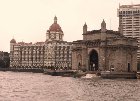 The Taj Mahal Palace, Mumbai: 海から