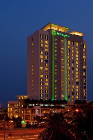 Holiday Inn Melaka: Hotel's facade night view