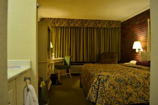 Ramada Lewiston Hotel and Conference Center: Room size is OK.