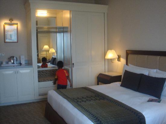 Hotel Istana: bed