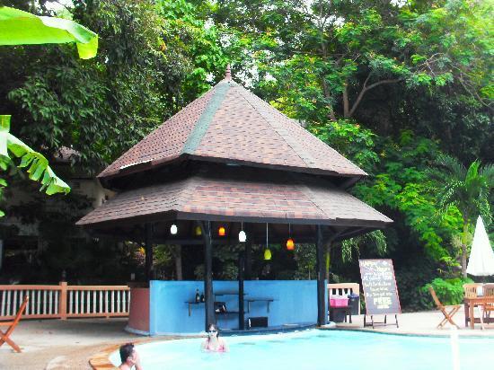 Bay View Resort: the pool