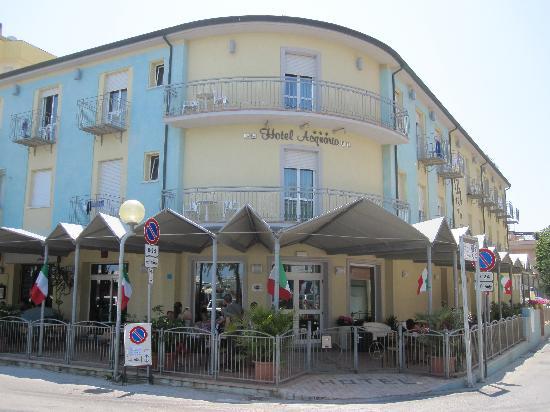 Hotel Acquario: Albergo dalla spiaggia