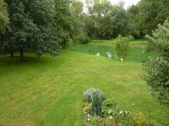 Le Rideau Miné : Le jardin au bord de la Mayenne
