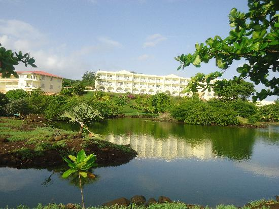 Grenadian by Rex Resorts: hotel lake in the grounds