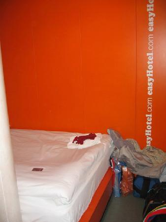 easyHotel London South Kensington: Our hotel room