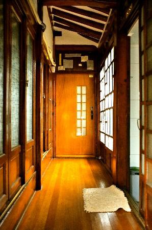 So Sun Jae Guesthouse: The walkway to the other rooms