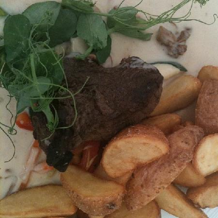 Rae Restaurant & Cafe: Beef Tenderloin with Chanterelle Sauce