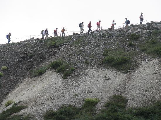 Happoone: 稜線を歩く登山者