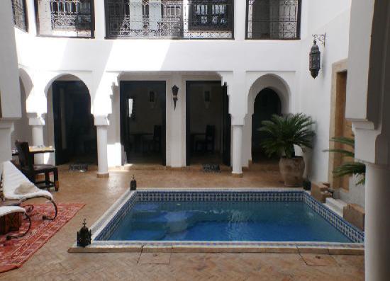 Riad Baba Ali: patio e piscina