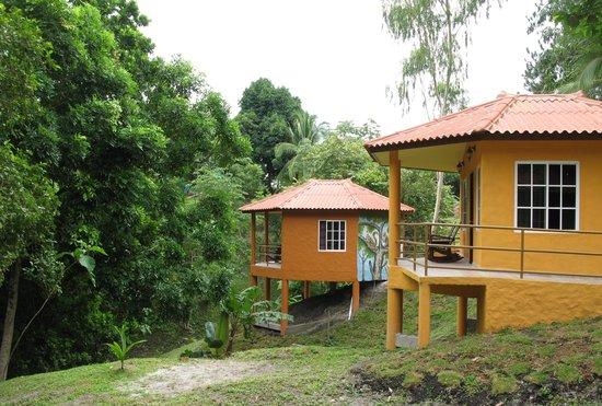 Paraiso Restaurante & Bar: Cabins