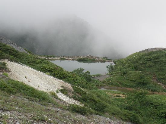Happo Pond: 稜線から見える八方池