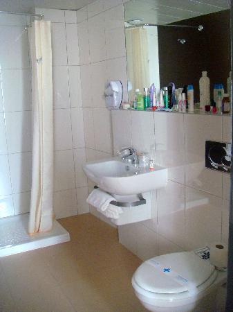 Kyriad Nice Gare : bathroom1