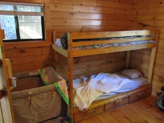 Yogi Bear's Jellystone Park - Ashland: Rustic cabin inside - bunks