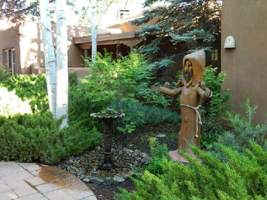 Inn on the Alameda: One of the Smaller Courtyards