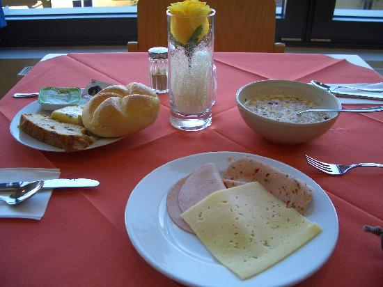 AllYouNeed Hotel Salzburg: 朝食