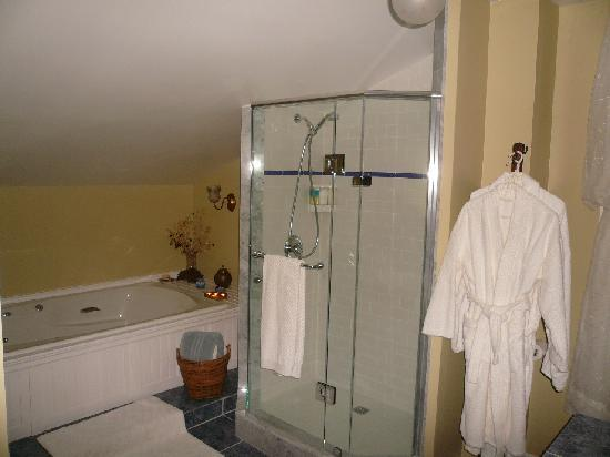 Joseph Lawrence House : Lawrence Suite Bathroom