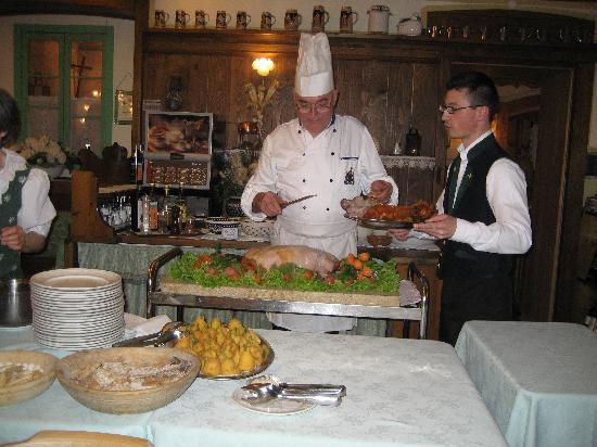 Digonera Historic Hotel: maialino arrosto!!