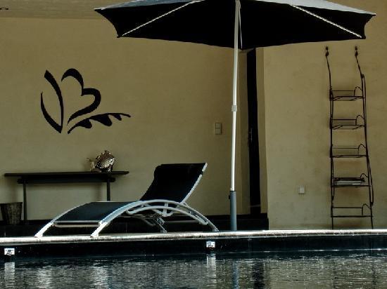 Le Val de Brangon: La piscine chauffée couverte ou découverte selon le temps et le Hammam.