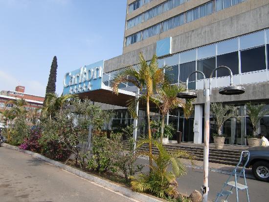Hotel Carlton Antananarivo Madagascar: ホテルの正面玄関