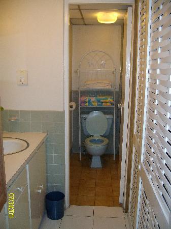 كورت مانور آت مونتيجو باي كلوب: bathroom area