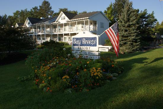 Bay Breeze Resort: Beautiful Summer Flowers