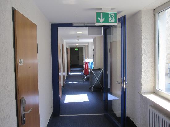 IntercityHotel Stuttgart: Hallway