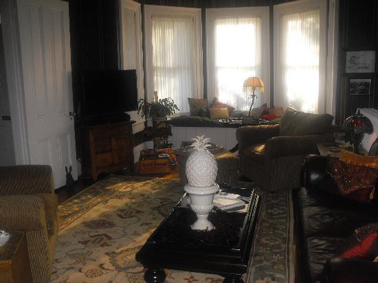 Riffles & Runs Bed & Breakfast : Living Room