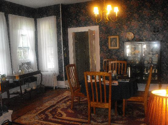 Riffles & Runs Bed & Breakfast : Dining Room