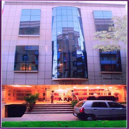 Overview of Hotel Grandeur
