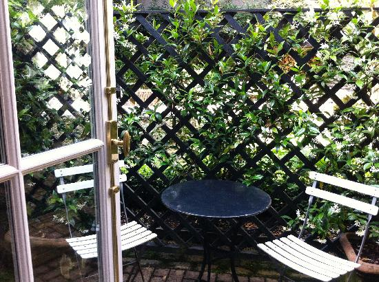 Old Parsonage Hotel: patio off room