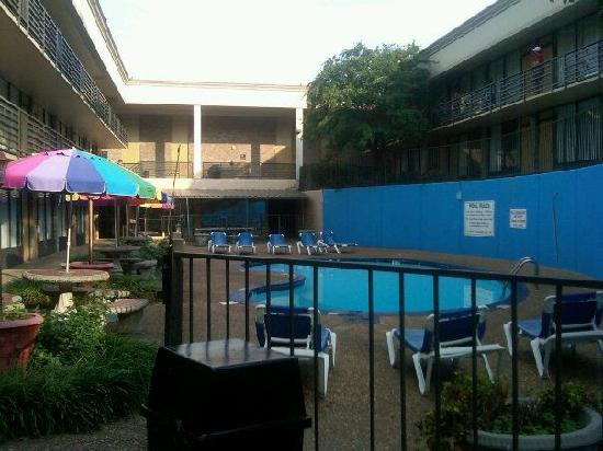 Clarion Inn & Suites University Center: Lexington Courtyard