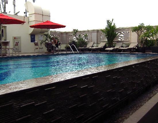 Arion Kemang Hotel Jakarta: Rooftop pool