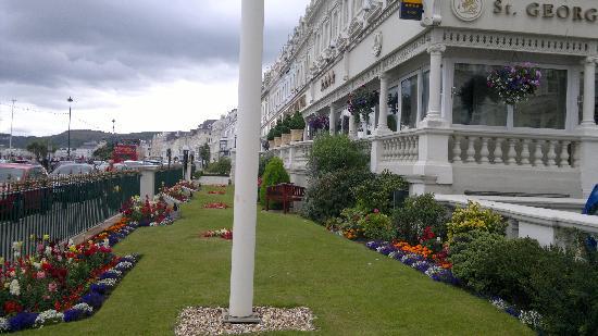 سانت جورجيز هوتل: gardens 2nd to none....