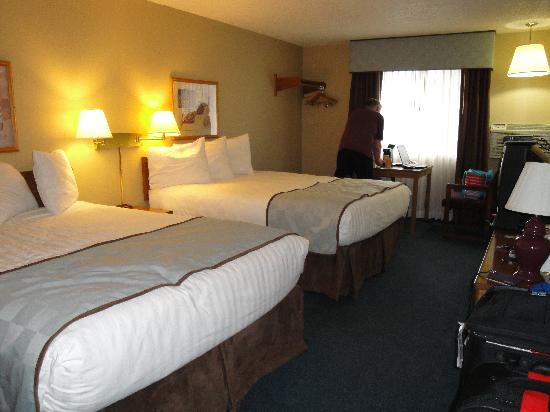 Days Inn Williams: Double bedroom - very comfy beds