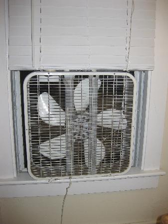The Coast Village Inn & Cottages: dusty fan in the window