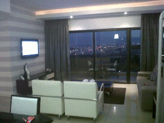 The Capital 20 West: Lounge area and view of the city