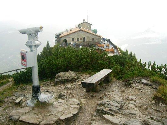 Bergrestaurant Kehlsteinhaus: restaurant just after storm