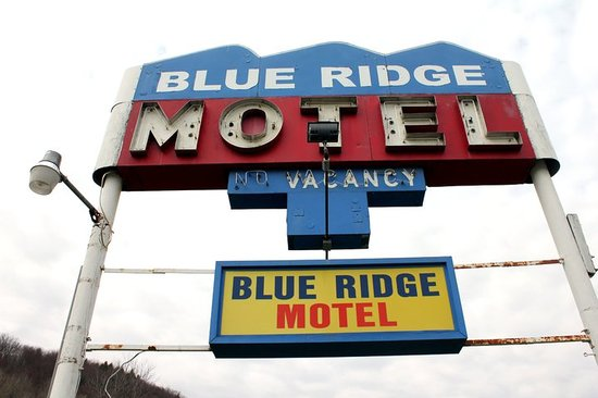 New Milford, Pensilvania: Blue Ridge Motel Sign