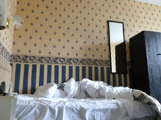 The Notting Hill Guest House: camera