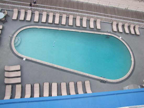 Port-O-Call Hotel: View of pool and deck from 7th floor balcony