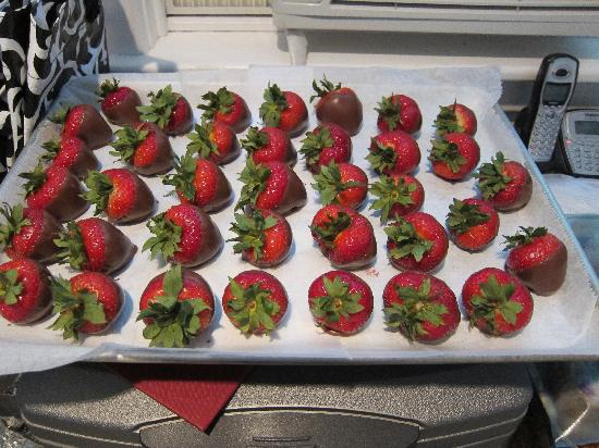 10 Fitch Luxurious Romantic Inn: yummy strawberries