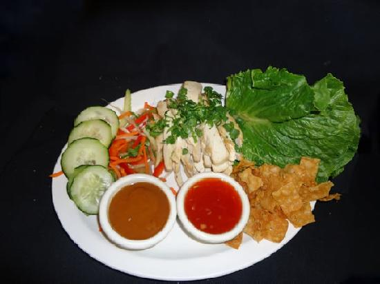 Lefty's Grill: Asian Chicken Wraps